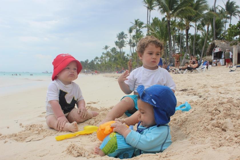 Aquí los tres colegas en la orillica de la playa con toda la pachorra